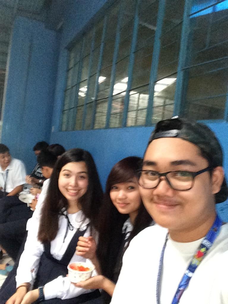Zwei meiner Mitschüler und ich