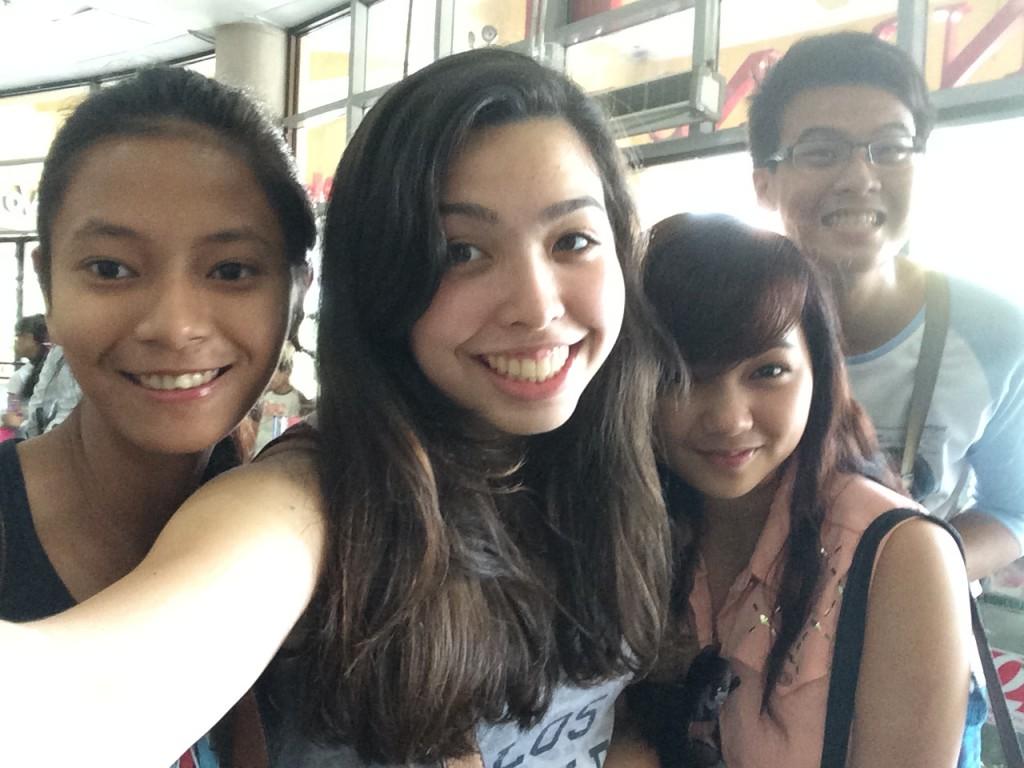 Mit meinen Freunden in der Robinson-Mall (Einkaufszentrum)