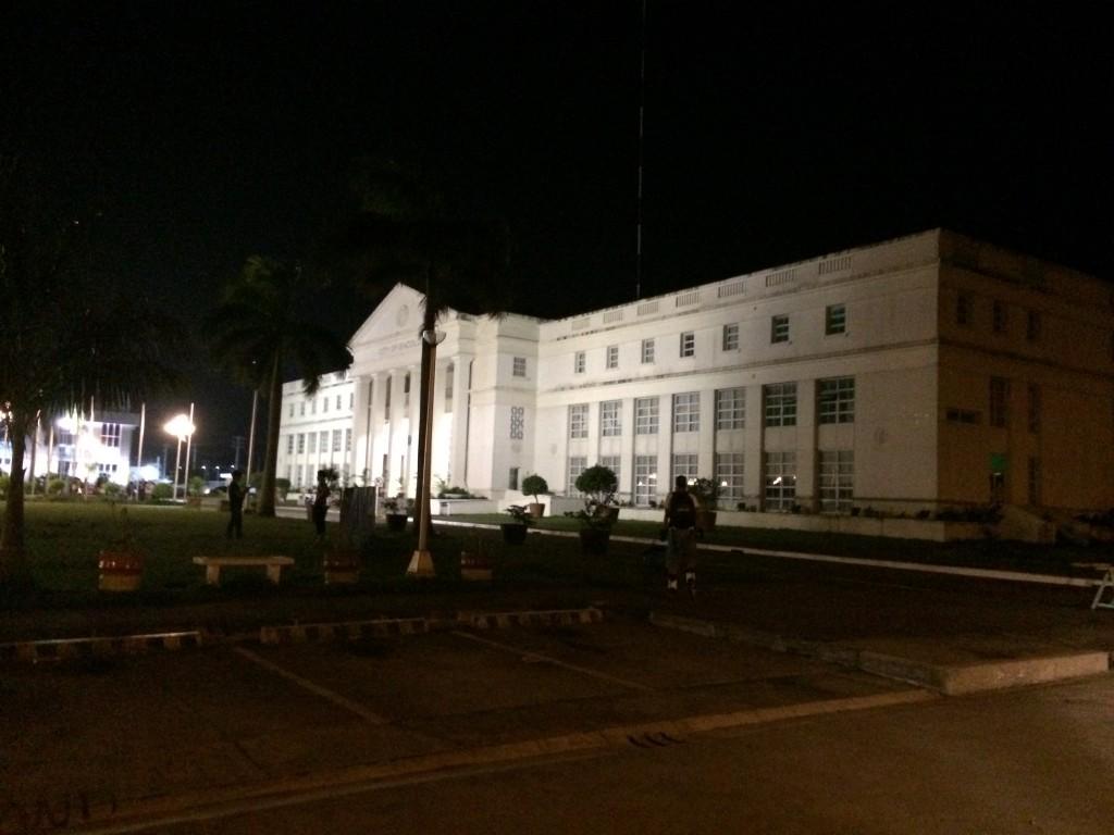 Das Rathaus von Bacolod City von der Seite