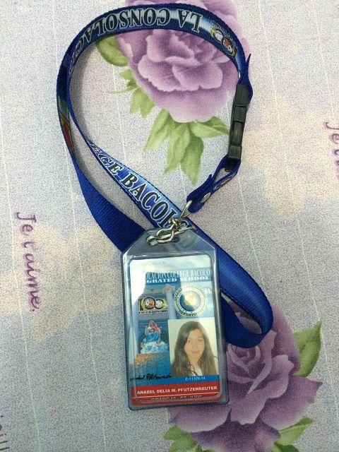 """Mein Schülerausweis - die sogenannte """"School-ID"""". Den müssen wir immer bei uns tragen, während wir in der Schule sind. Da stehen alle wichtigen Informationen über uns drauf."""